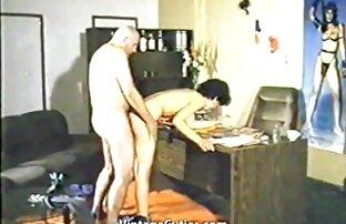 Increíble adolescente Micah se coje ala hermana en el baño Moore recibe una lección de sexo de una milf caliente