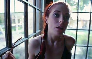 MILF latina se quita los pantalones de yoga y se corre en la cámara para mí. sexo con mi hermanita menor